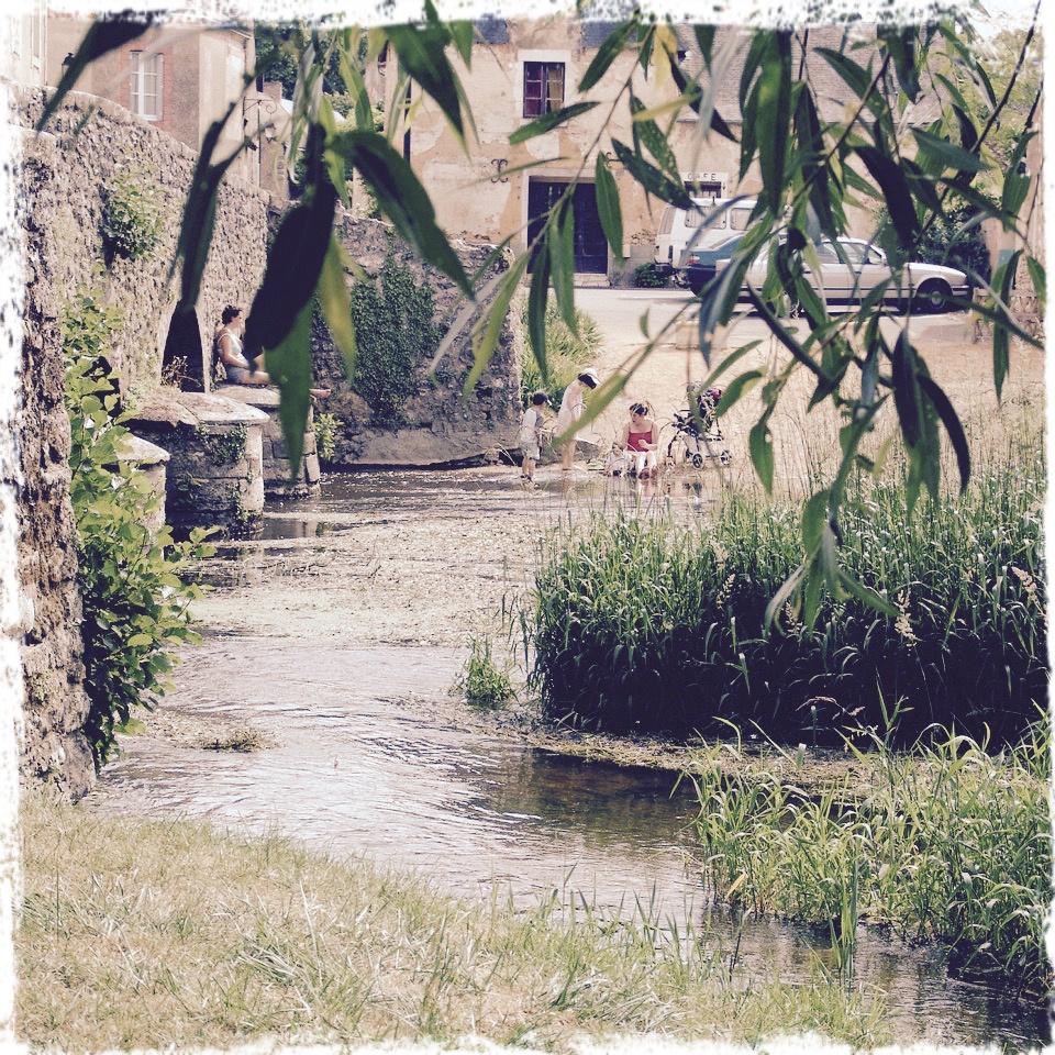 Baignade au bas du vieux pont
